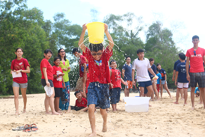 2_boy with water bucket_r